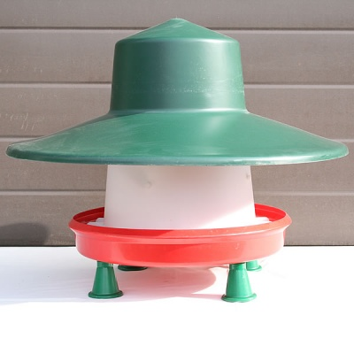 Plastic Feeder - 10kg with Hat