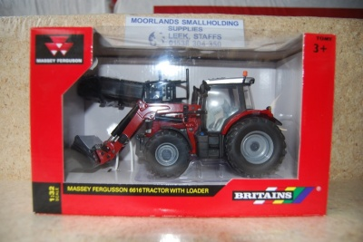 Britains 43082A1 Massey Ferguson 6616 Tractor with Loader 1:32 Scale