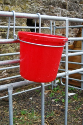 HOOK ON DROP DOWN BUCKET HOLDER