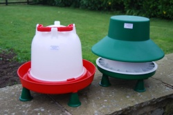 6KG FEEDER AND 6 LTR POULTRY DRINKER OUTDOORS or INDOORS