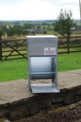 HEAVY DUTY 7.5kg GALVANISED TREADLE POULTRY FEEDER